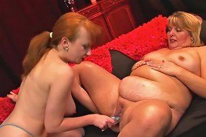 Two Mature Babes Curvy Sarah And Red Xxx