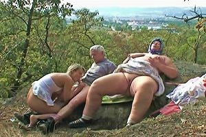 Ffm Banging With An Old Granny And Blonde