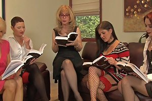 Legendary Blonde Mature Woman Is In The Middle Of A Lesbian Fivesome