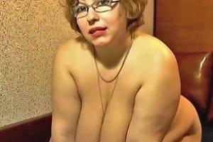 Bbw White Mature Lady On Webcam Masturbates With A Dildo