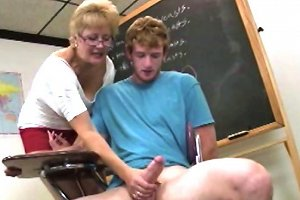 Granny Jerk Lover Gives Tugjob